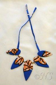 NS collier tissu africain orange bleu